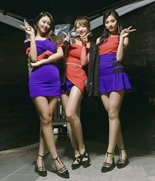 Tzuyu-Hani-Seolhyun Kolaborasi Netizen: 'Mereka Harus Buat Grup Unit' - Follow @kutipan.korea - Pada acara DMC Korean Wave yang digelar pada 8 Oktober kemarin meninggalkan kesan berarti di hati para penonton. Beberapa grup tampak melakukan kolaborasi untuk penampilan spesial tak terkecuali dengan member dari TWICE EXiD dan AOA Tzuyu Hani dan Seolhyun . Tzuyu Hani dan Seolhyun berkolaborasi bersama dan menampilkan lagu-lagu hits dari grup senior dari JYP Entertainment Wonder Girls. Mereka…