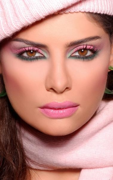 very pretty in pink make up.