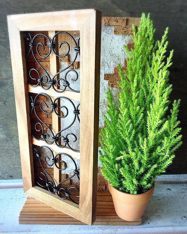 ワークショップのごあんないです(╹◡╹) 11/23(祝) 仙台市 泉ハウジングパーク紫山センターハウスにて  10:00〜15:00くらいまで  ご予約不要! 「ワイヤードアオブジェ」(ゴールドクレスト付き) 500円  木製ドアをワイヤーで装飾していただき、土台に固定。 土台の背板もレンガ風に装飾していただきます。  完成後はゴールドクレスト(生木)もプレゼント!  是非つくりにいらしてください(o^^o) ※ワイヤーデザインですが、初めてのかたにも作りやすいよう、画像よりちょっと簡単なバージョンに変更させていただきますm(__)m  #泉ハウジングパーク紫山 #ワークショップ  #ワイヤークラフト #クリスマス #インテリア雑貨 #ナチュラル雑貨 #ここばな庵