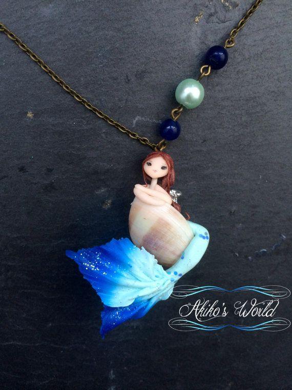 Zeemeermin blauw-groene en blauwe pailletten kraag in zijn schelp - uniek stuk - Chibi polymeerklei / fimo - sieraden / fairy
