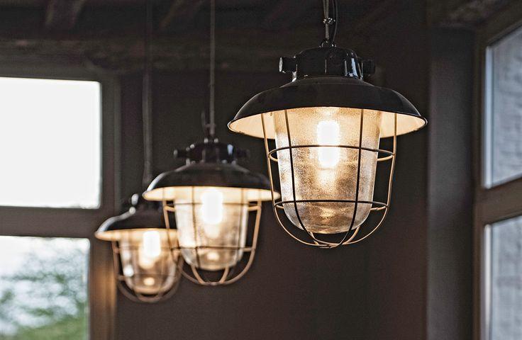 Oude industriële hanglampen