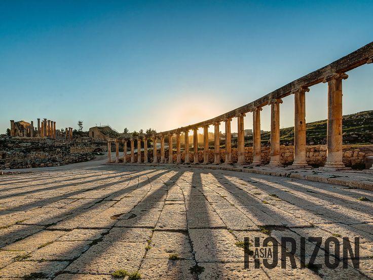 The Oval Plaza in Jerash. The history of Roman Empire can be found here.  Oval Plaza di Jerash. Sejarah tamadun Roman boleh dilihat di sini.  Photo: Edwin Ng
