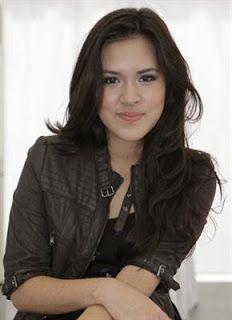 Raisa Andriana (lahir di Jakarta, 6 Juni 1990; umur 23 tahun; lebih dikenal sebagai Raisa) adalah seorang penyanyi Indonesia. Ia mulai dikenal setelah membawakan lagu berjudul Serba Salah. Sebelum bernyanyi solo, Raisa merupakan vokalis band bentukan Kevin Aprilio bernama Andante.
