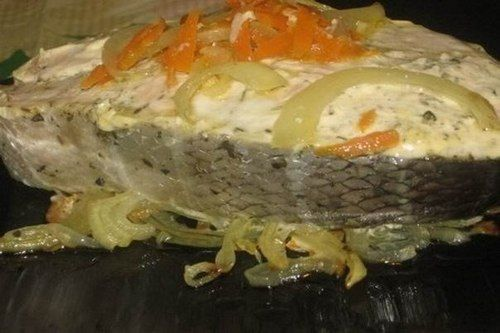 ИНГРЕДИЕНТЫ: семга 1 кг морковь 2 шт. лук репчатый 2 головки майонез 1-2 ст.л. перец черный молотый соль В былые времена эта рыба не считалась деликатесом, о ней упоминал Вальтер Скотт: шотландские батраки, нанимавшиеся...