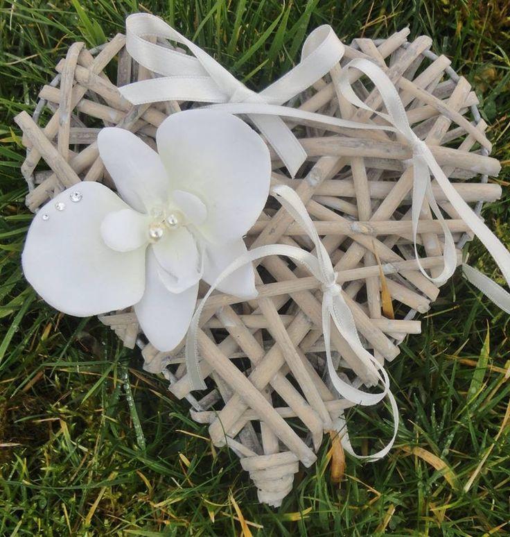 Porte alliances Coeur de rotin et Orchidée ivoire