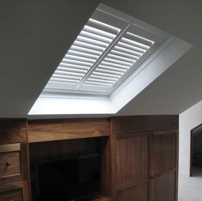 The 25 best skylight covering ideas on pinterest for Blinds for velux skylights
