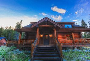 The Wicker Creel is a brand new (rebuilt), beautiful custom log cabin home located in the quiet Blue River area, only 2-3 minutes from downtown Breckenridge. This log cabin embodies the true meaning of Colorado ...