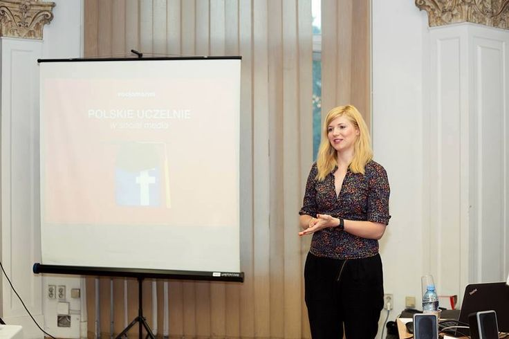 """@noisettee podczas prezentacji badania """"Polskie uczelnie w social media"""" na Komu Komunikacja — z Katarzyna Młynarczyk w Wyższa Szkoła Europejska."""