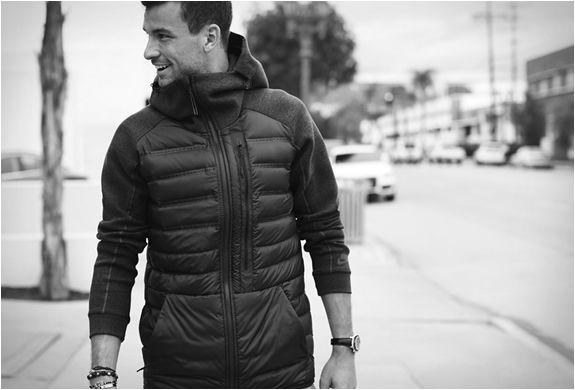 A Nike atualizou sua coleção de inverno e adicionou alguns itens novos como o Casaco Nike com Tecnologia Aeroloft, uma combinação inovadora de um isolamento de ar, onde uma espuma é colocada entre duas camadas de malha de algodão para cri