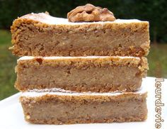"""Si vous êtes amateur de noix, ce gâteau extrêmement fondant est pour vous ! C'est une recette dénichée sur le blog """"les délices d'Hélène"""". Un gâteau très simple et vraiment délicieux qu'il serait d..."""