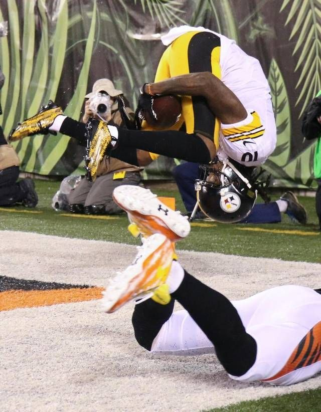 Steelers' Bryant hauls in acrobatic catch.