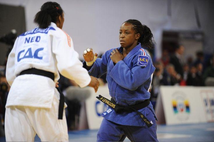 Titrée en 2011 à Paris, la Française a réédité son exploit de 2007 et 2011 en s'emparant de l'or aux championnats du monde à Astana, au Kazakhstan, vendredi. Fanny-Estelle Posvite (-70 kg) prend le bronze.