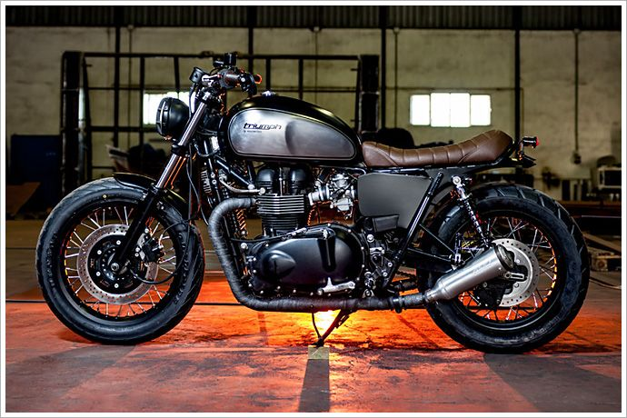 Triumph Bonneville SE - Maccomotors - Pipeburn - Purveyors of Classic Motorcycles, Cafe Racers & Custom motorbikes