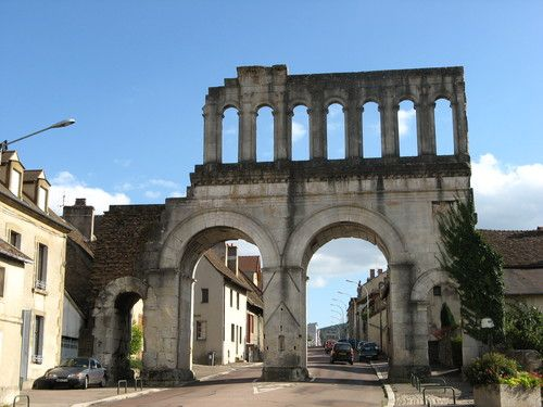 Autun, France. Panoramio - Photos by Laurent Guyard > Autun - Rempart et portes