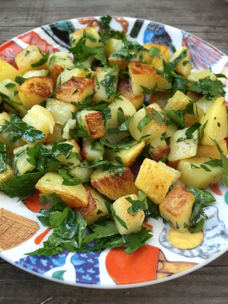 Ty nejlepší opékané brambory Začíná to vařenými bramborami, které scedíte a…