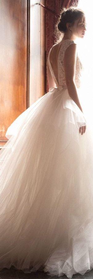 Waouah la belle robe de mariée de princesse.