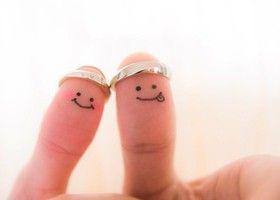 今すぐまねできる、可愛すぎる親指フォト♡お互いの親指に顔を書いて、彼氏や旦那様と素敵な写真を残してください*