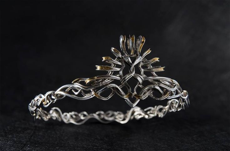 Cersei Lannister. Crown https://se.pinterest.com/lovebooksabove/game-of-thornes-jewellery/