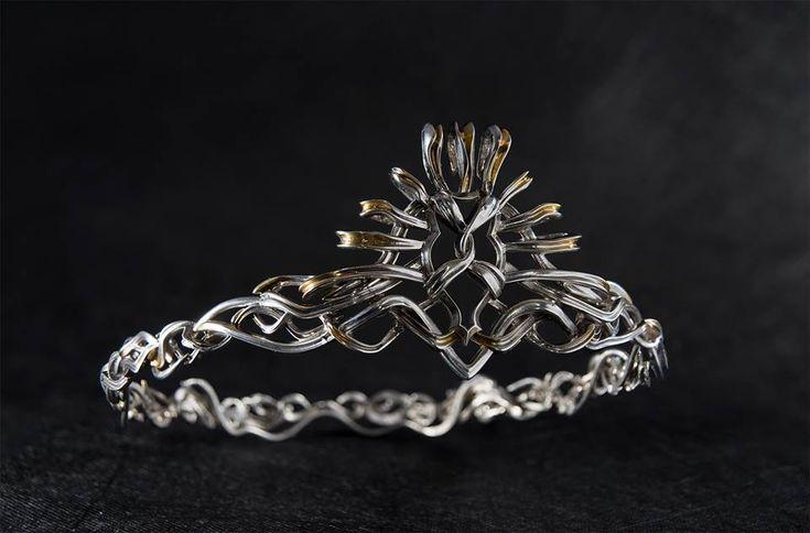 Cersei Lannister. Crown https://se.pinterest.com/lovebooksabove/game-of-thornes-jewellery/