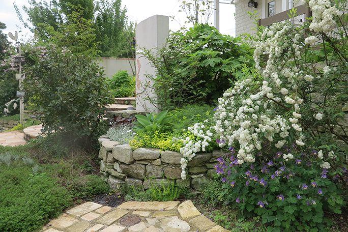 グランドカバーが美しい石積み花壇 ガーデニング