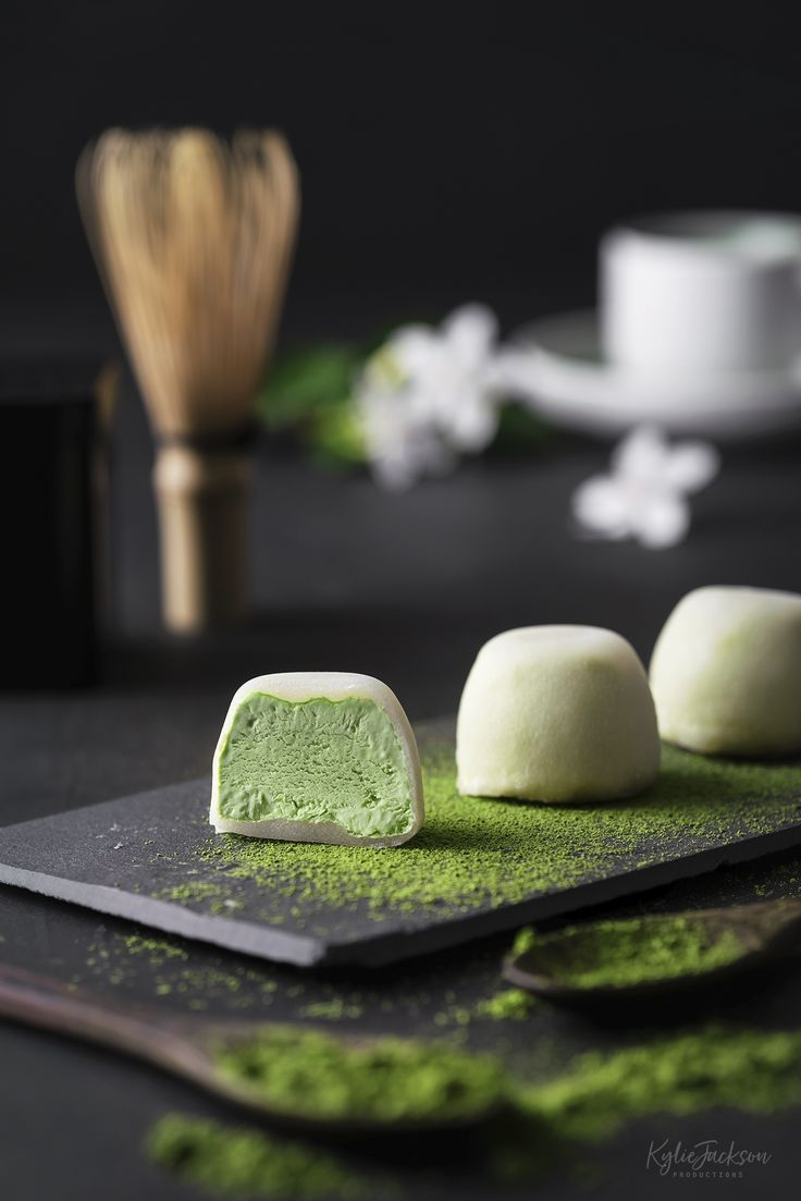 Green Tea Mochi: esta tentadora bola glutinosa que sostiene un suave helado de matcha …   – Product Photography