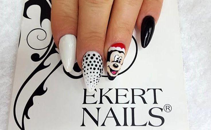 Shellac CND Black Pool i Cream Puff, świąteczna myszka wykonana kolorami Black Pool, Cream Puff, Wildfire, Nude Knickers i Cocoa oraz ręcznie robione kropeczki. Perfect christmas manicure :)  #ekert #nails