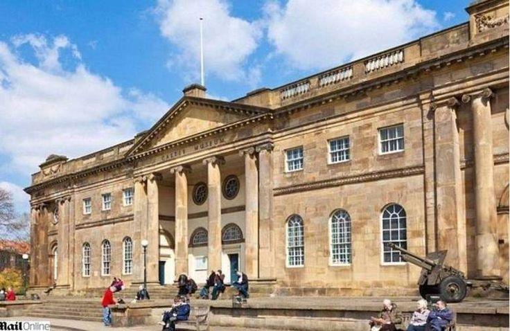 O edifício do Museu do Castelo de York foi construido em uma antiga prisão onde aconteceram várias execuções. Um funcionário disse que já viu fantasmas.