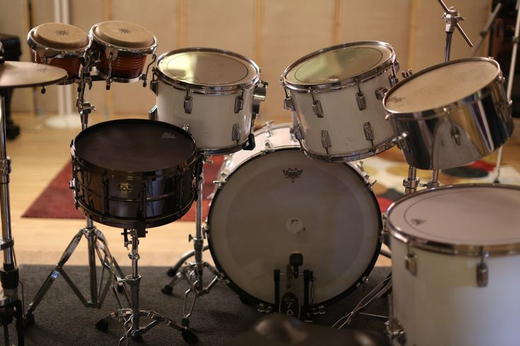This is a late 1970s Vintage Rogers Kit