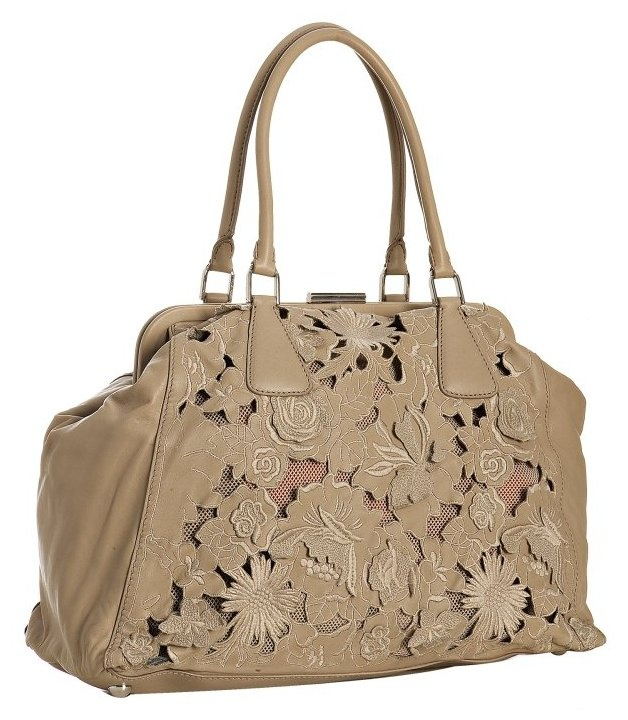 laser cut: Taupe Embroidered, Cut Art, Laser Cut Leather, Cut Fashion, Laser Ideas, Embroidered Laser, Valentino Taupe, Leather Bags, Cut Pur