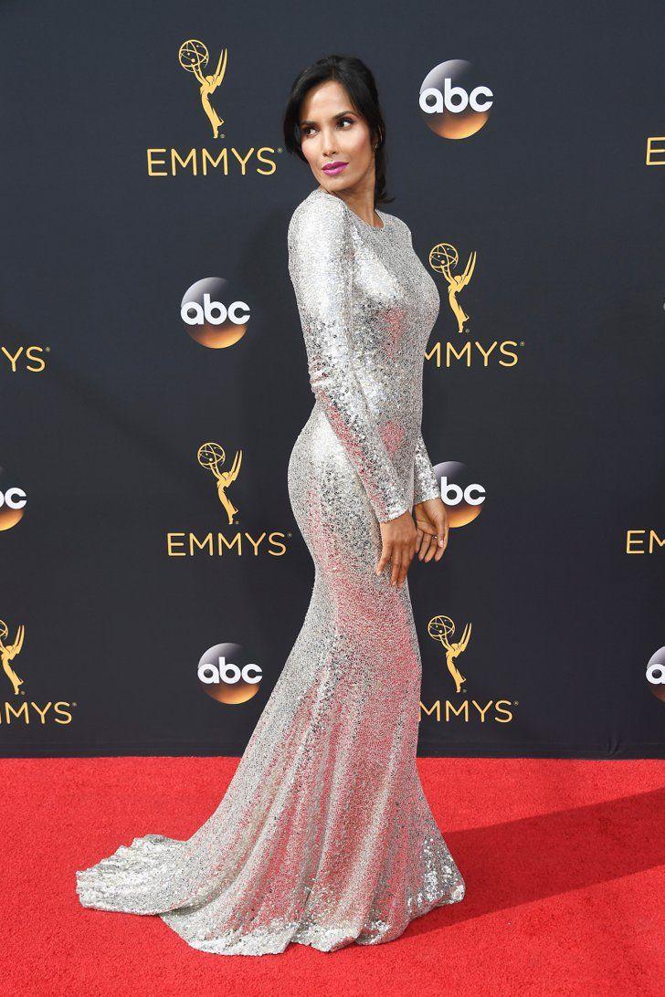 Retour Sur le Tapis Rouge des Emmy Awards 2016 Padma Lakshmi Portant une tenue signée Naeem Khan.