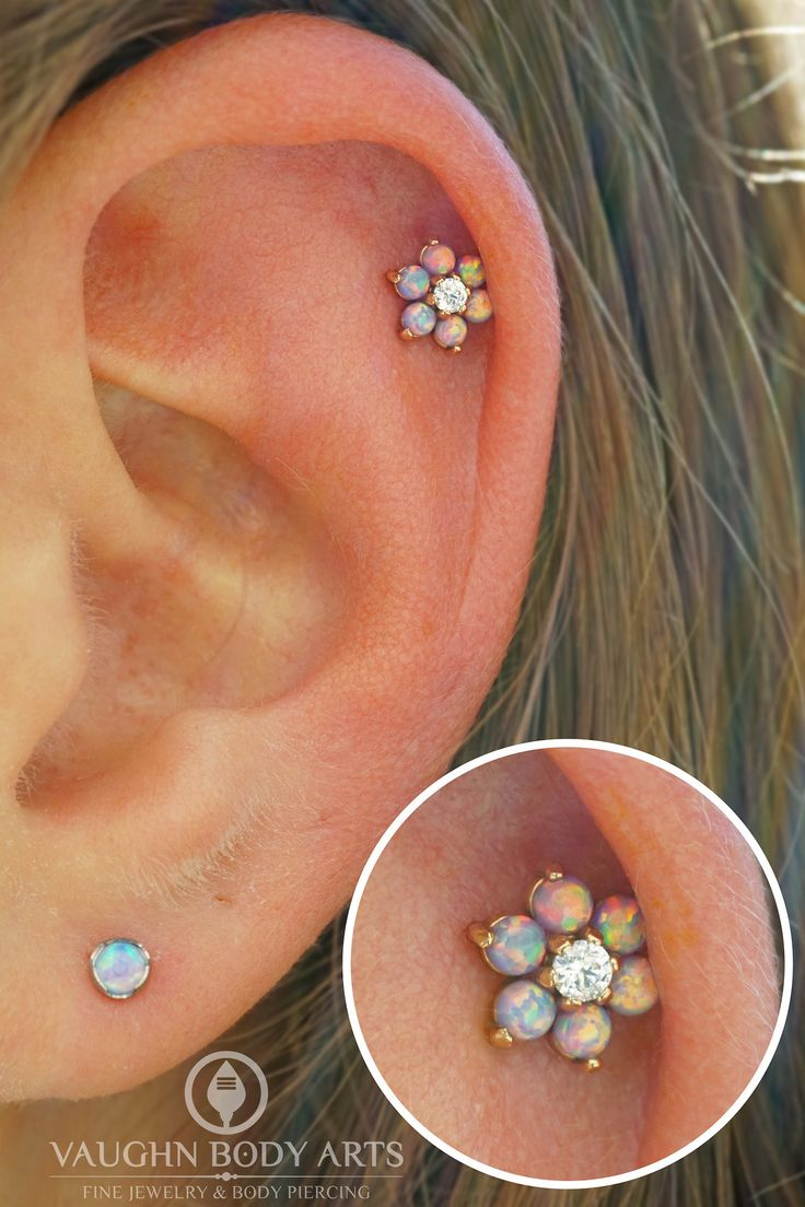 What a perfect Summer time piercing!  Brittney got to do this helix piercing for Cassandra, and it couldn't look cuter.  Cassandra picked out this lovely @anatometal flower made from solid 18k Rose Gold filled with Light Purple Opals and a little...