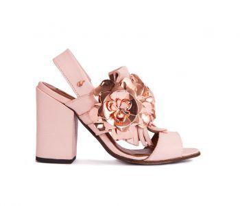 Ref: SQ-FLO 0081Os sapatos e botas Jane Birkin foram criados para mulheres confiantes, que expressam o seu espírito boémio e exuberante através dos detalhes.