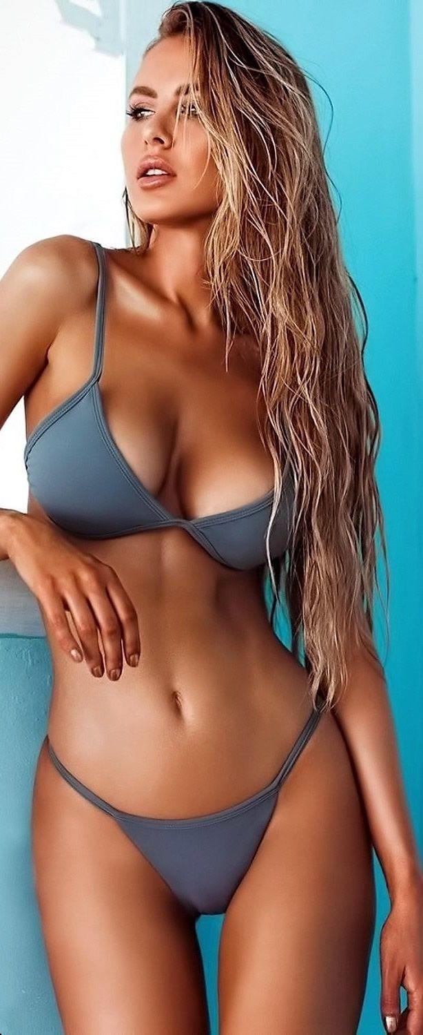 e0e5b2e1b67 Charming Bikini Girls. Daily Pics. Sunny Beaches & Stylish Swimwear ...