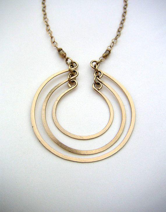 Collar oro círculos abiertos en capas de anillos abiertos colgante martillado alambre Joyas oro cepillado metálica colgante-  Moderno con una