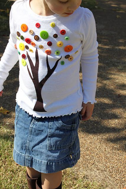 This is cute, and you could totally do a similar thing on canvas!Trees Buttons, Free Pattern, Fall Projects, Buttons Shirts, Fall Shirts, Trees Shirts, Fall Trees, Kids, Buttons Trees