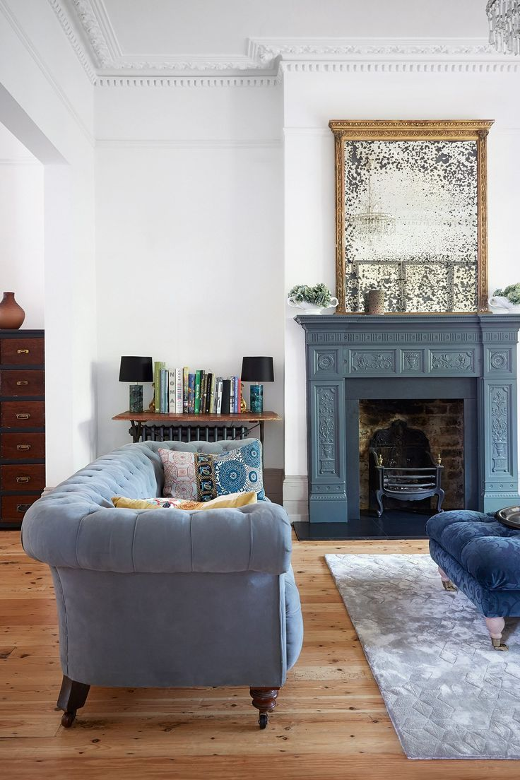 Blue paint ideas for living rooms - small or large, modern or classic. And that sofa? Blue and velvet combines to fantastic trends!