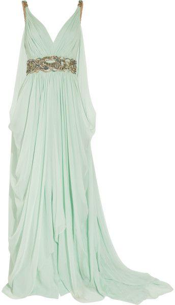 De estilo griego, vestido color verde agua con adornos en dorado.