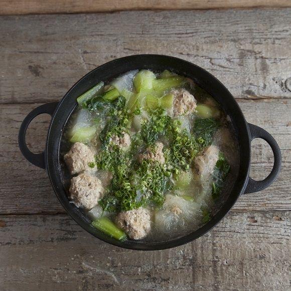 栗原家に伝わる白こしょうたっぷりな春雨と鶏つくね鍋。|特集|Gourmet|madame FIGARO.jp(フィガロジャポン)