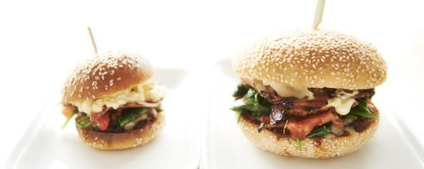 BACON BURGER: BACON JAM, FRIED EGG, SPINACH, MAYO,ROASTED TOMATO, SWISS CHEESE & ISTRA BACON