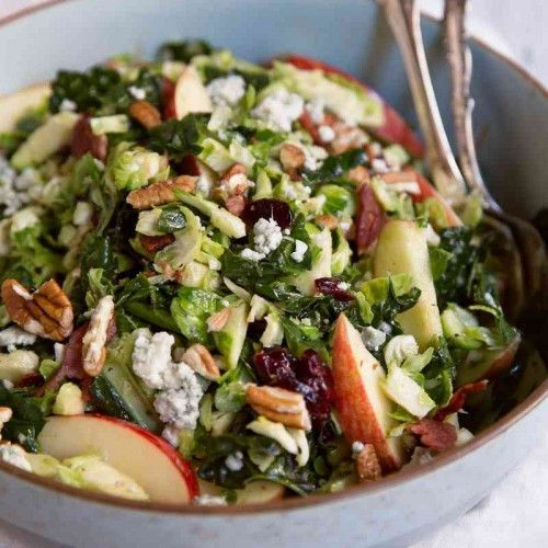 While up this spectacular salad filled with dark leafy greens , and fresh ingredients and tasty dressing for an amazing side dish for an amazing low-carb meal.
