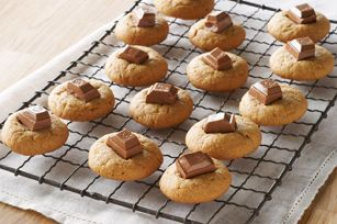 Easy Peanut Butter Cookies? We'll say! Four ingredients. 30 minutes. No flour to measure. The result: yummy fresh-from-the-oven peanut butter cookies.