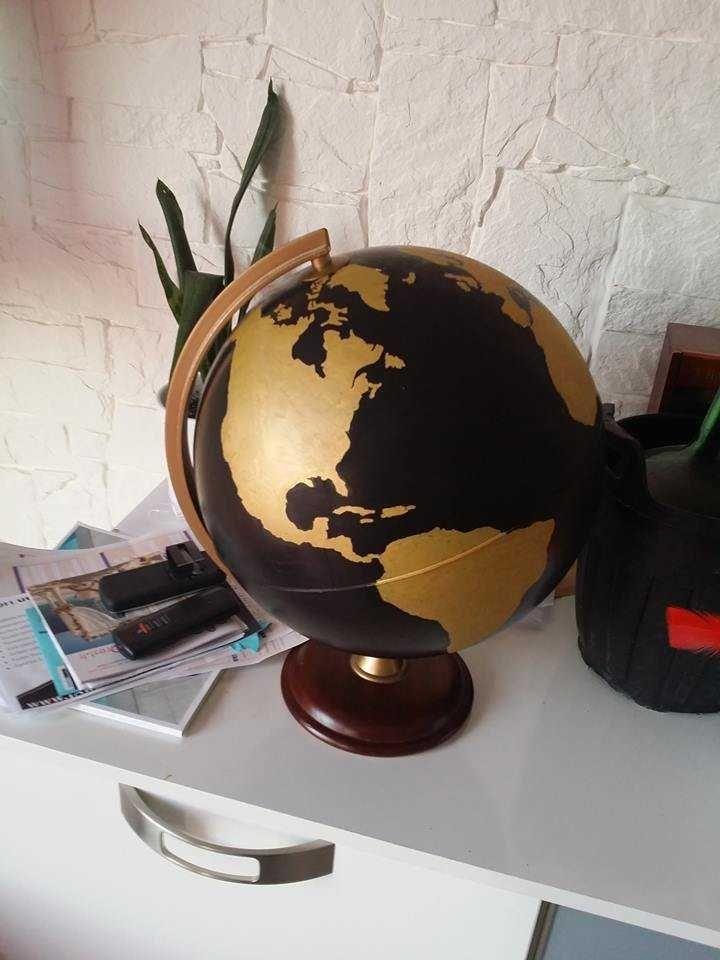 Comment rendre design un vieux globe<br /><p></p><br /><p>Vous avez certainement encore dans votre grenier un vieux globe tout poussiéreux dont vous ne savez que faire ?? Ressortez le ! et suivez-moi à travers ce tuto !! Il peut aussi vous servir d'urne pour votre voyage de noces 😉</p>