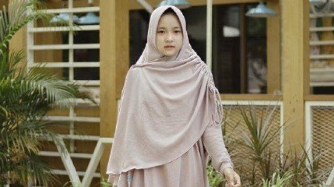 Gambar Gamis Model Nissa Sabyan Kursus Hijab Gaya Hijab Hijab