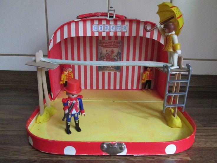Circusactoefenkoffer. De koorddanseres. Bij het thema circus ga ik in het koffer iedere week spullen voor 2 circusacts doen. De kleuters kunnen dan tijdens het werkuur 2 acts inoefenen, die ze later op de circusspeeltafel zullen opvoeren voor de anderen. Nutsschool Maastricht.