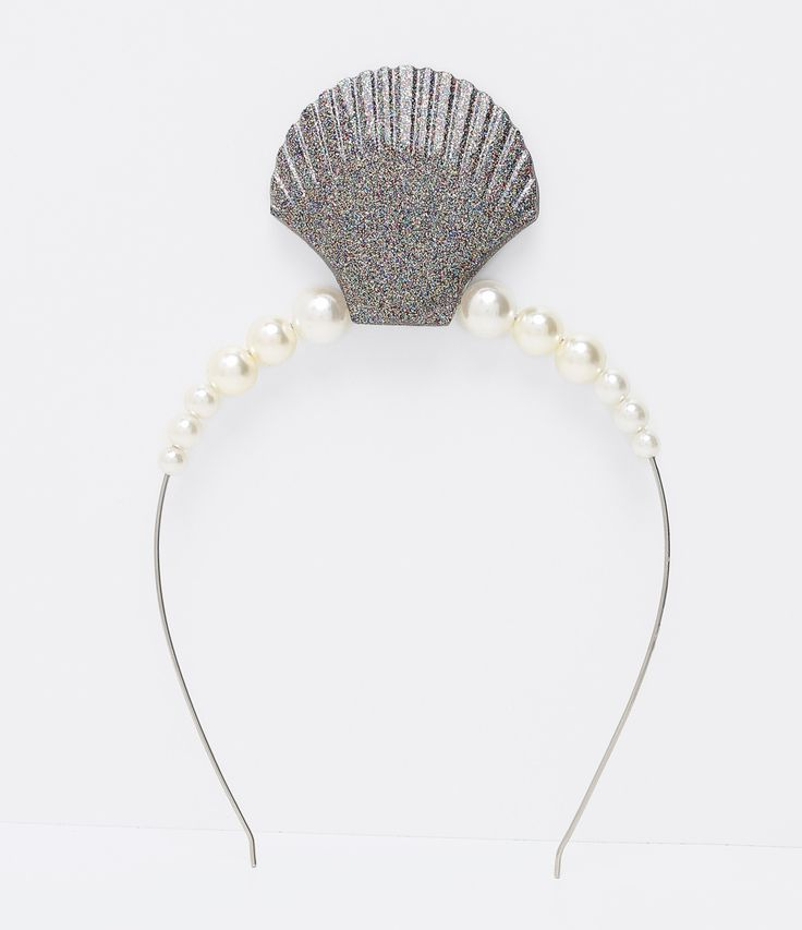 Tiara de cabelo     Com glitter    Com pérolas artificiais    Com aplicação de concha    Marca: Accessories        Veja outraso opções de    acessórios de cabelo.
