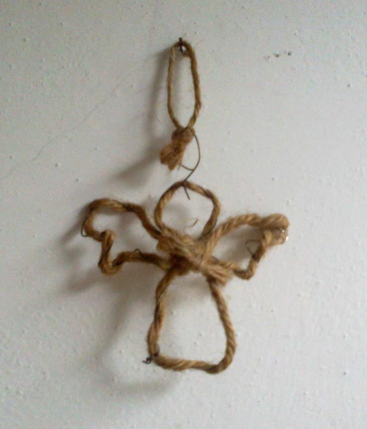 My works: angelo realizzato con fil di ferro e filo di yuta