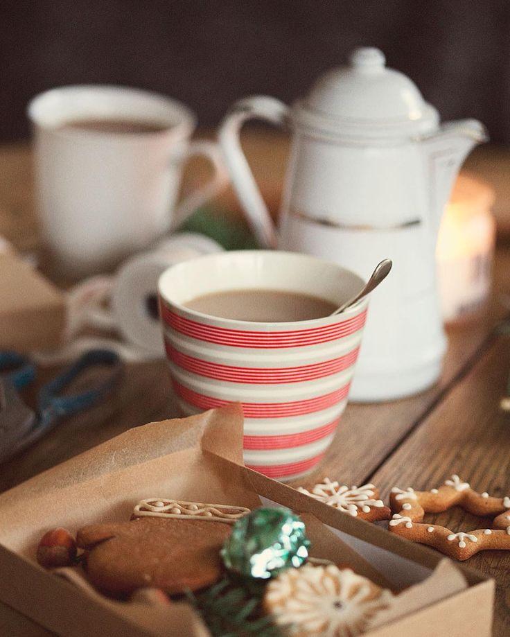 #allthebeautifulthings #morning #morningcoffee #coffee #coffeetime #coffeepot #cookies #christmascookies #greengate #waitingforchristmas