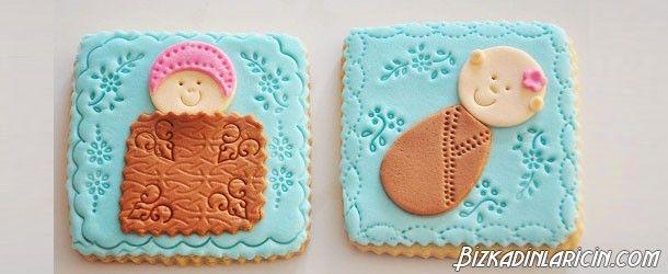 Şeker Hamurlu Kurabiye Resimli Tarif - http://www.bizkadinlaricin.com/seker-hamurlu-kurabiye-resimli-tarif.html  Sevdiklerinize kendi yaptığınız kurabiyelerden ikram etmek ister misiniz? şeker hamurlu kurabiye resimli tarif makalemizde aşama aşama bu kurabiyelerin yapımına yer verdik. Malzemeler 250 gram sıcaklığında tereyağı 200-250 gram pudra şeker 1 yumurta 5 su bardağı un 2 paket kabartma tozu 1 tatlı kaşığı vanilya Yarım tatlı kaşığı tarç