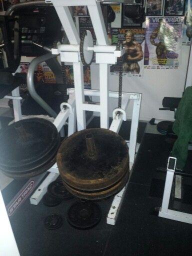 4am squat machine sets. Loving the old training machines at FLEXR6 HQ! INBA Canberra & Country in 13 days with TEAM FLEXR6 & Bioflex - bring it on!
