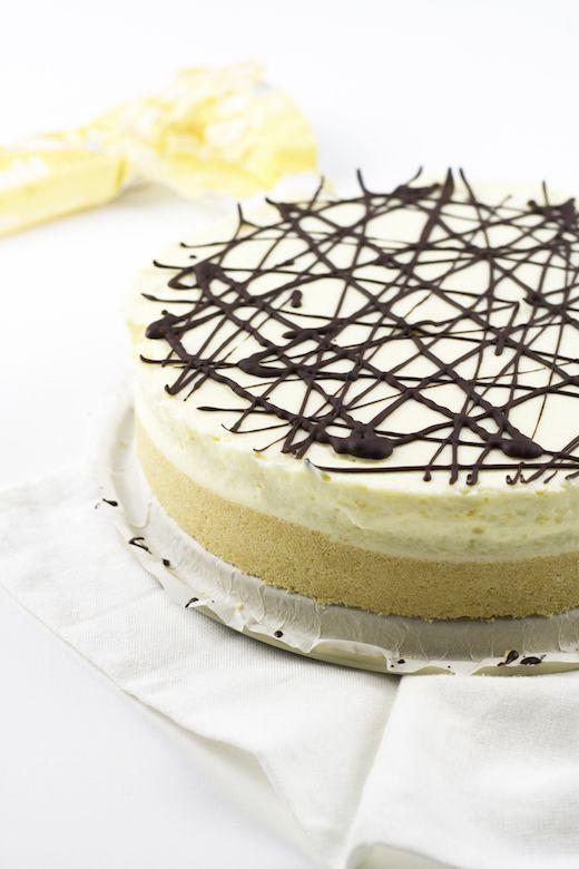 Dit is nog lekkerder dan dat het er uit ziet! Het recept voor deze witte chocolade cheesecake is helemaal niet zo moeilijk én hij hoeft niet in de oven.